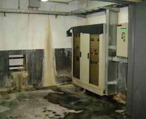 Estación Rosas, tablero eléctrico entre filtraciones y agua
