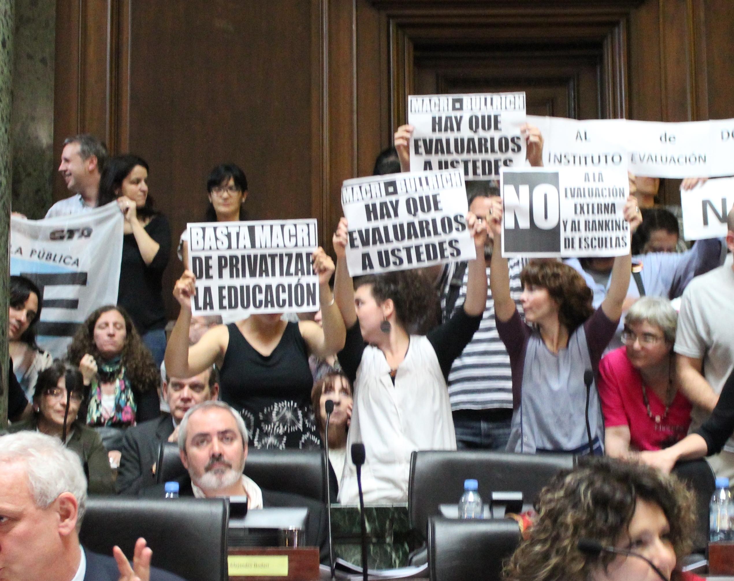 En la legislatura porte a hoy el pro unen y confianza p blica aprobaron una ley de evaluaci n educativa el diputado alejandro bodart mst nueva izquierda